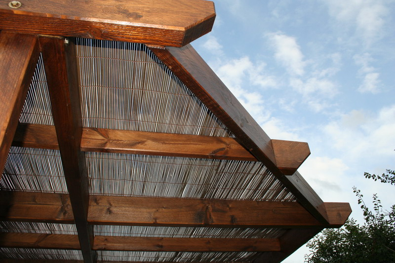 Gallerie au jardin for Couverture pergola canisse